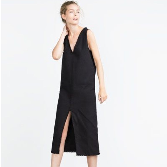 f68229e7ad Zara Trafaluc Black Denim Raw Hem Midi Dress. M 5b67688e1e2d2db2150d4487
